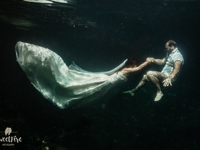 Trash the Dress underwater Photography