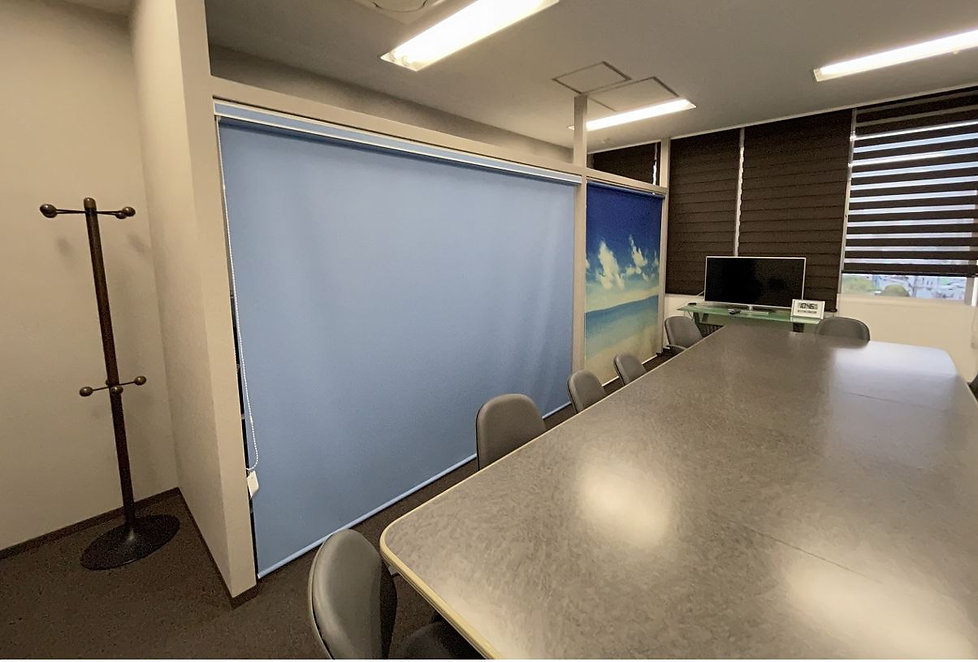 会議室 ロールスクリーン.JPG