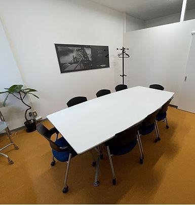 ミーティングルーム オレンジの部屋.jpg