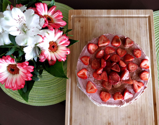Strawberry-Vanilla Raw Cake Recipe