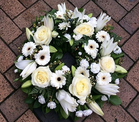 "18"" Open Wreath"