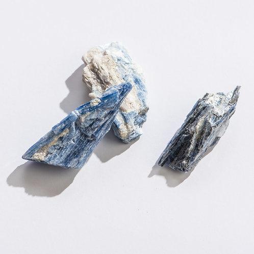 Blue Kyanite | Geocentral