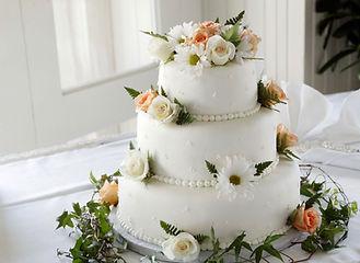 white-icing-cover-cake-1702373.jpg