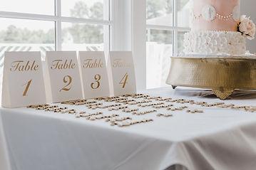 white-table-mat-2606405.jpg