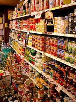 300px-Import_canned_foods_in_Kobe1.jpg