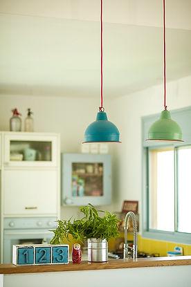 קרמיקה צהובה במטבח | נועה פז