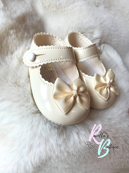 Girls shoes with bow - cream