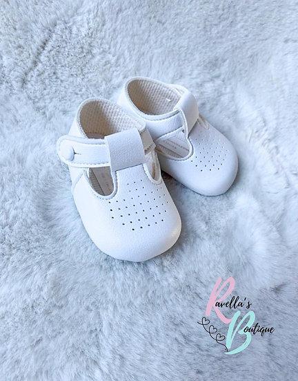 Unisex pram shoes - white