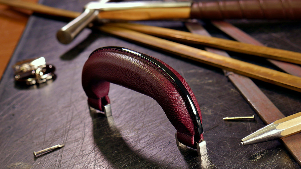 post handle, dulles handle, D handle, leather handle