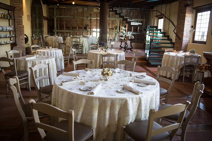 Vista dei tavoli della sal del ristorante L'Artigliere