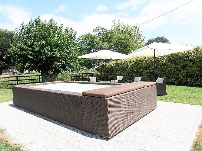 Zona relax, SPA, piscina e idrmassaggio al sole