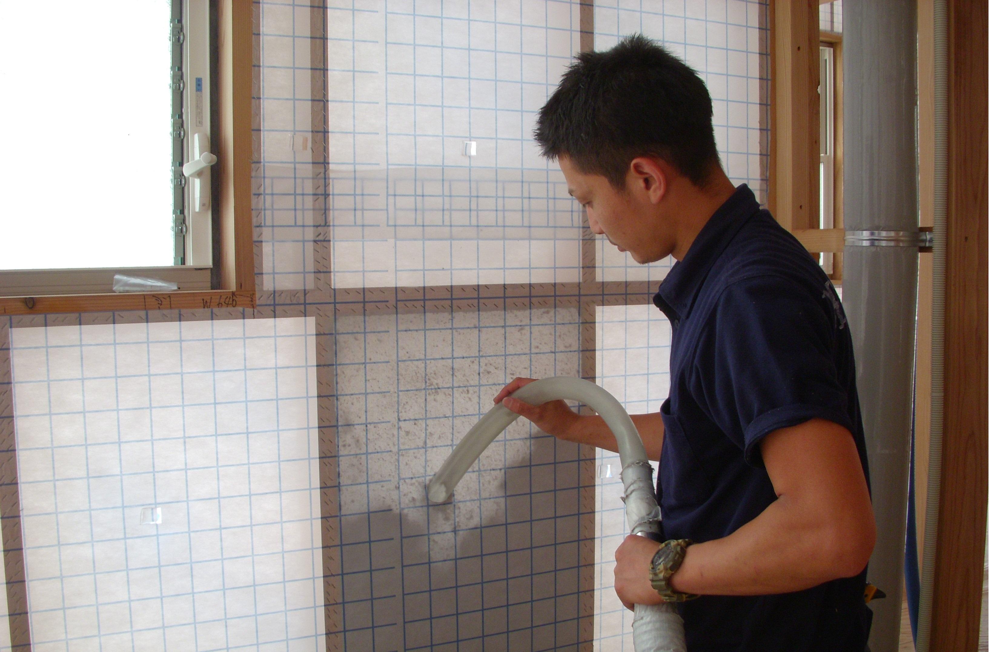 浴室壁断熱材吹込みデコスドライ工法 (1)