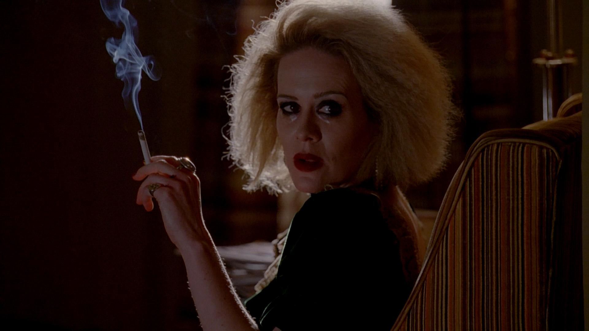 AHS Hotel: Sarah Paulson smoking