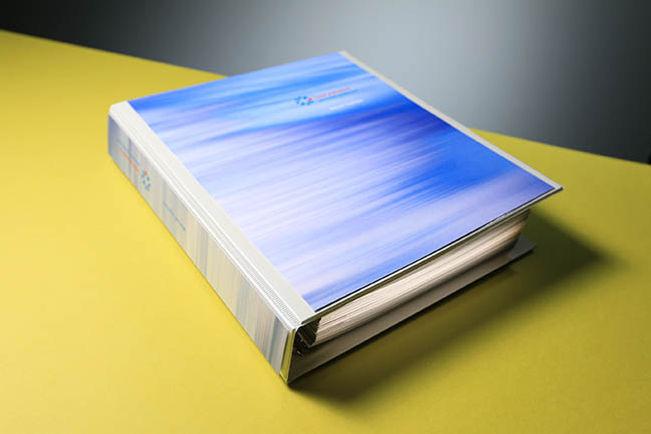 Kuklik, design, grafický design, výroční zpráva, firemní brožury, tiskoviny, tisk, grafika, loga, logotypy, logomanuály, manuály jednotného vizuálního stylu, firemní desky, profil firmy, firemní profily, firemní profil