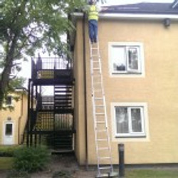 star gutter cleaning- gutter clearin