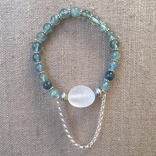 Apatite and quartz bracelet