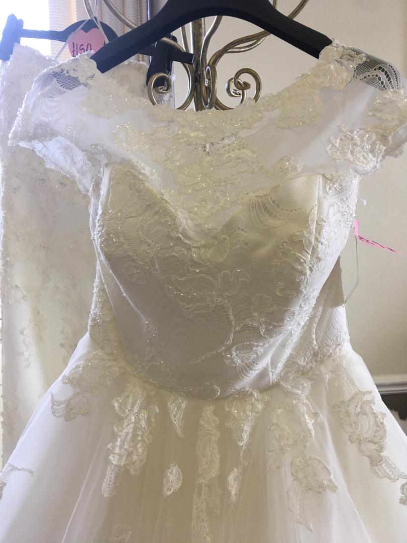 Stunning wedding gowns©