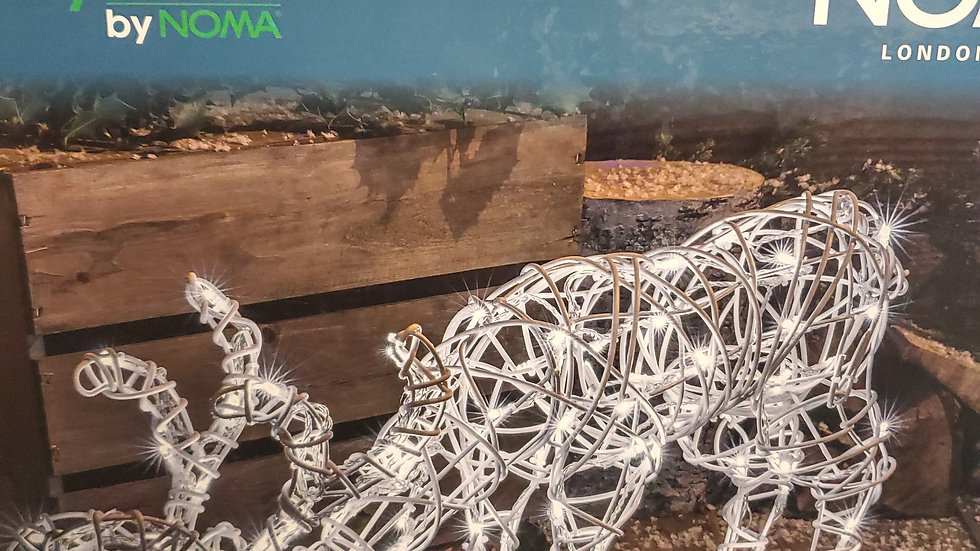 Noma Wicker Grazing Deer 60cm wide with 80 white led lights