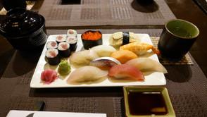 寿司ネタが最高!日本人板前さん経営の和食レストラン「月-TSUKI-」
