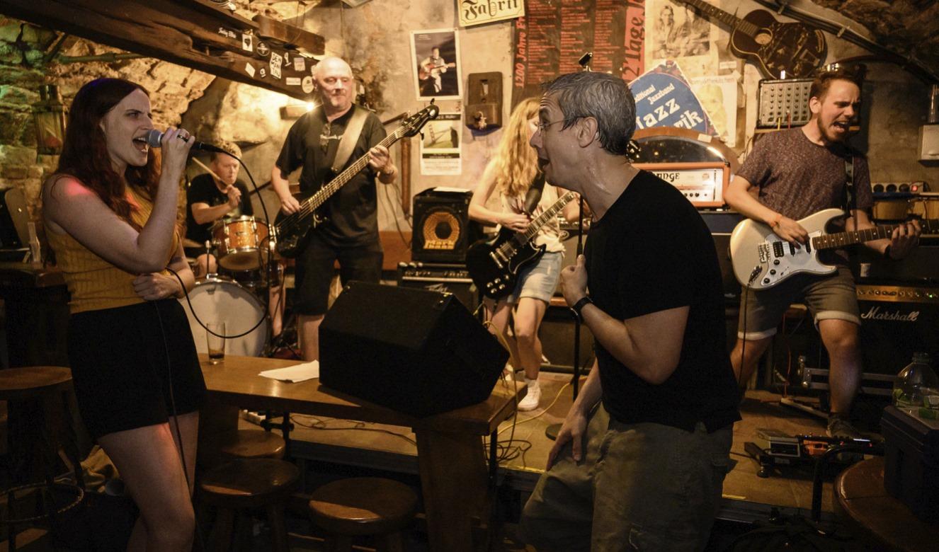 Marco und als Gast Valeska von der Band