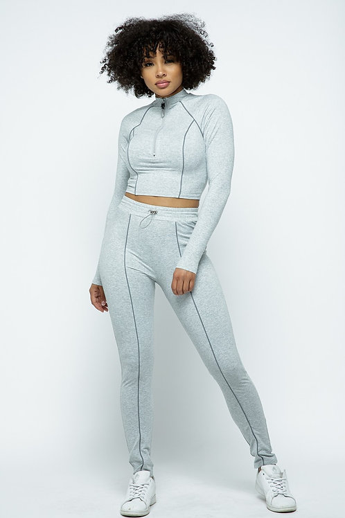 Stretchable Sporty Long Sleeve Cropped Top With Piping Detail