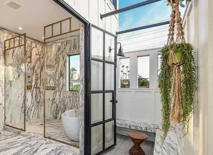 FIVE FANTASTIC BATHROOMS ONE MAJOR HOUSE