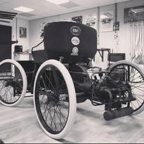 Speciale A. Dugast banden onder een originele ford quadricycle uit 1896