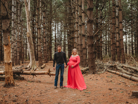 Kansas City Maternity Photographer | Maternity Session in the Woods