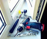 Ремонт окон, недорогой ремонт окон, регулировка окна, поломка окна, замена фурнитуры, замена механизма на пластиковом окне, починить пластиковое окно, промерзает окно, продувает окно, дует из окна