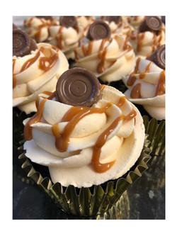 BB54C141Chocolate Caramel Rolo Cupcakes