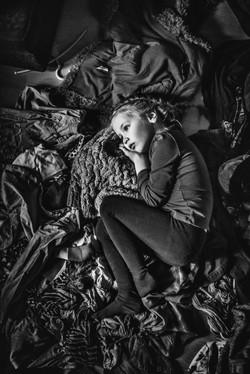 vaikas guli