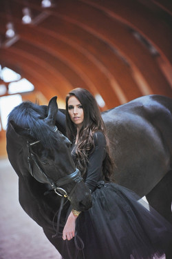 fotosesija su zirgais fotografe moters fotosesija modelis fanion horses
