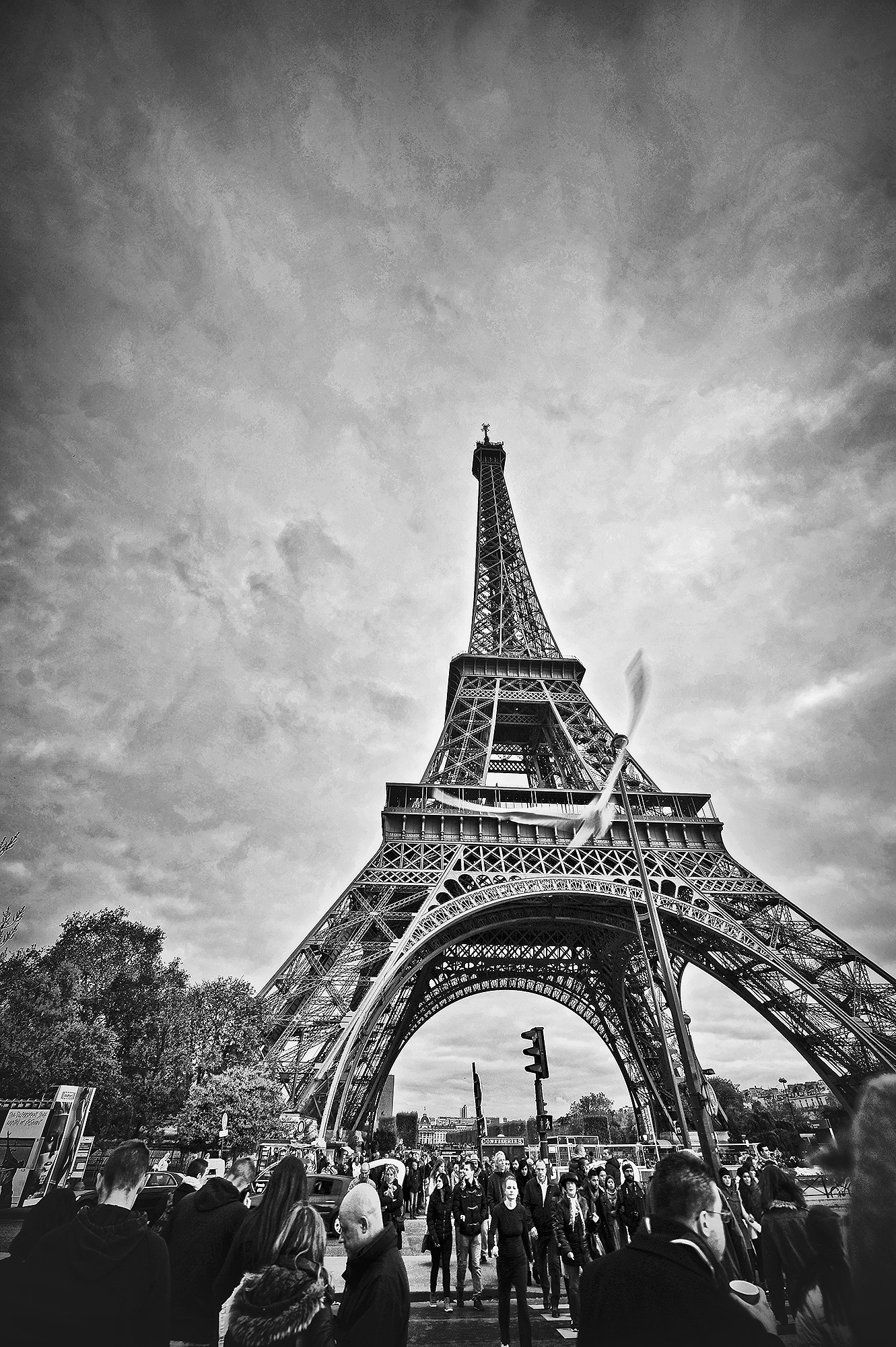Lina_Ruskyte paris black and white architecture_ eiffel tower