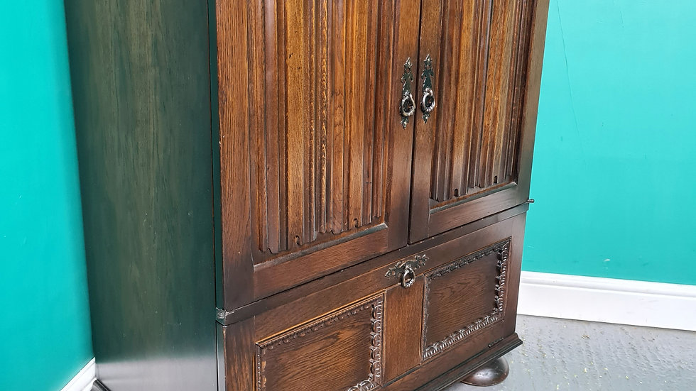 An Antique Style Oak T.V Cabinet Cupboard ~Delivery Available~