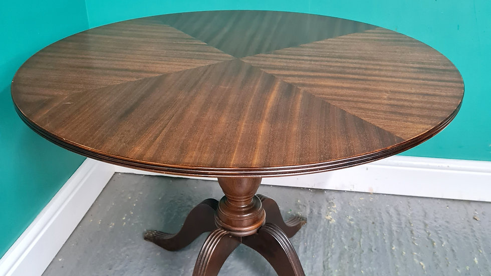 An Antique Style Round Mahogany Occasional Lamp Coffee Table ~Delivery Available
