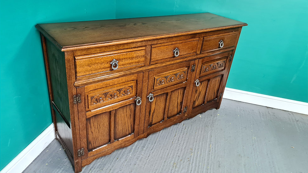 An Antique Old Charm Style Oak Sideboard Cabinet ~Delivery Available~