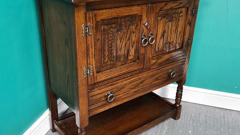 An Antique Old Charm Style Oak Cabinet Cupboard Sideboard ~Delivery Available~