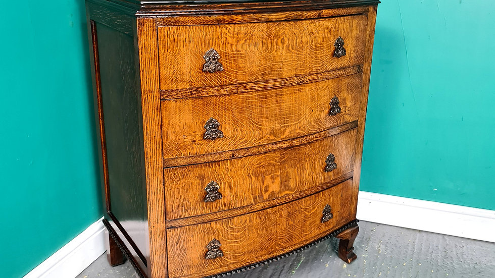 An Antique Early 20th Century Oak Chest of Drawers ~Delivery Available~