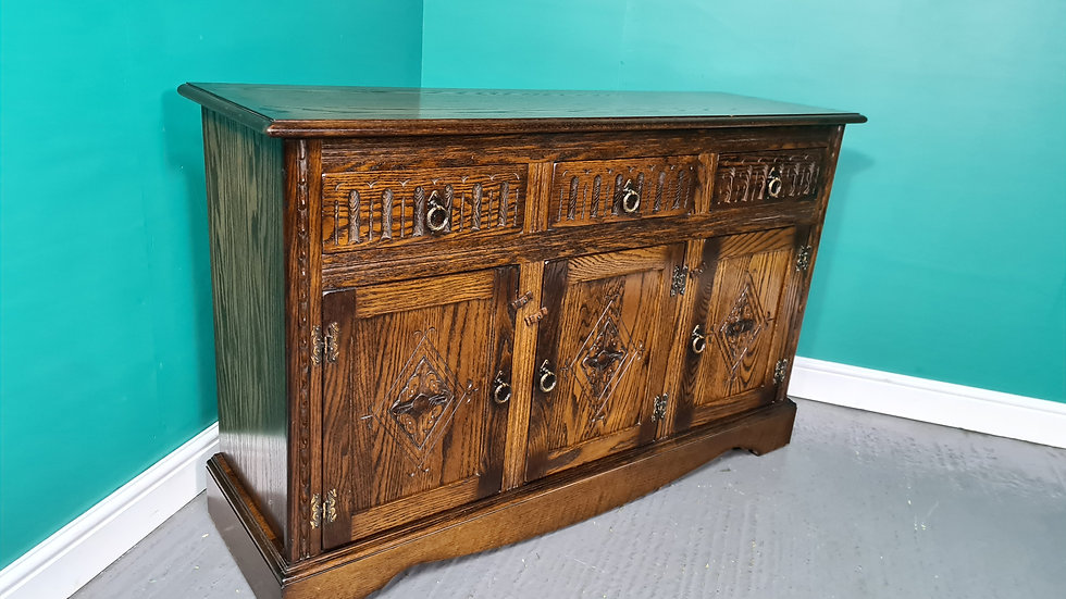 An Antique Style Jaycee Oak Sideboard Buffet ~Delivery Available~