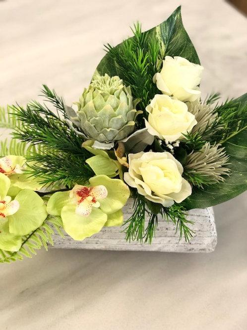 Model F rouwstuk met kunstbloemen