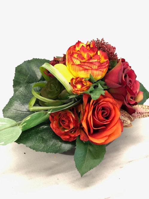 Model H rouwstuk met kunstbloemen
