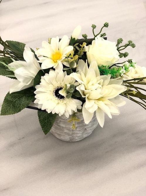 Model C rouwstuk met kunstbloemen