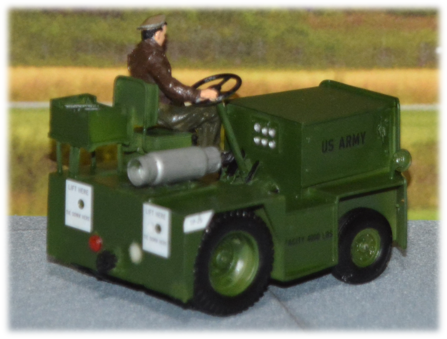 United G-40C tow tractor; 1:35
