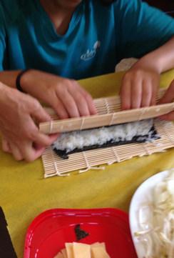מכינים סושי