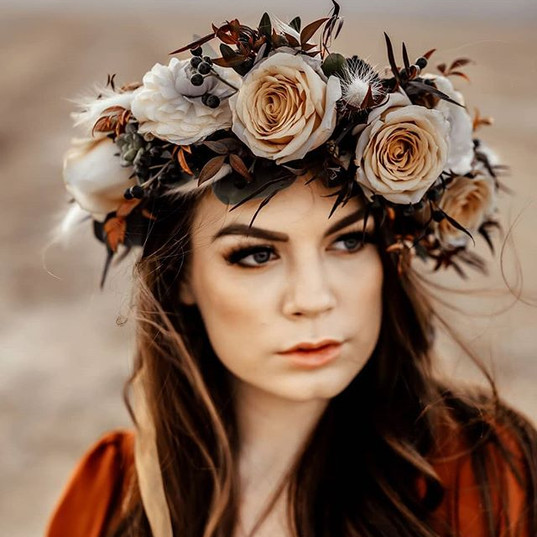 Dreamy flower crowns! I love them!!! @ve