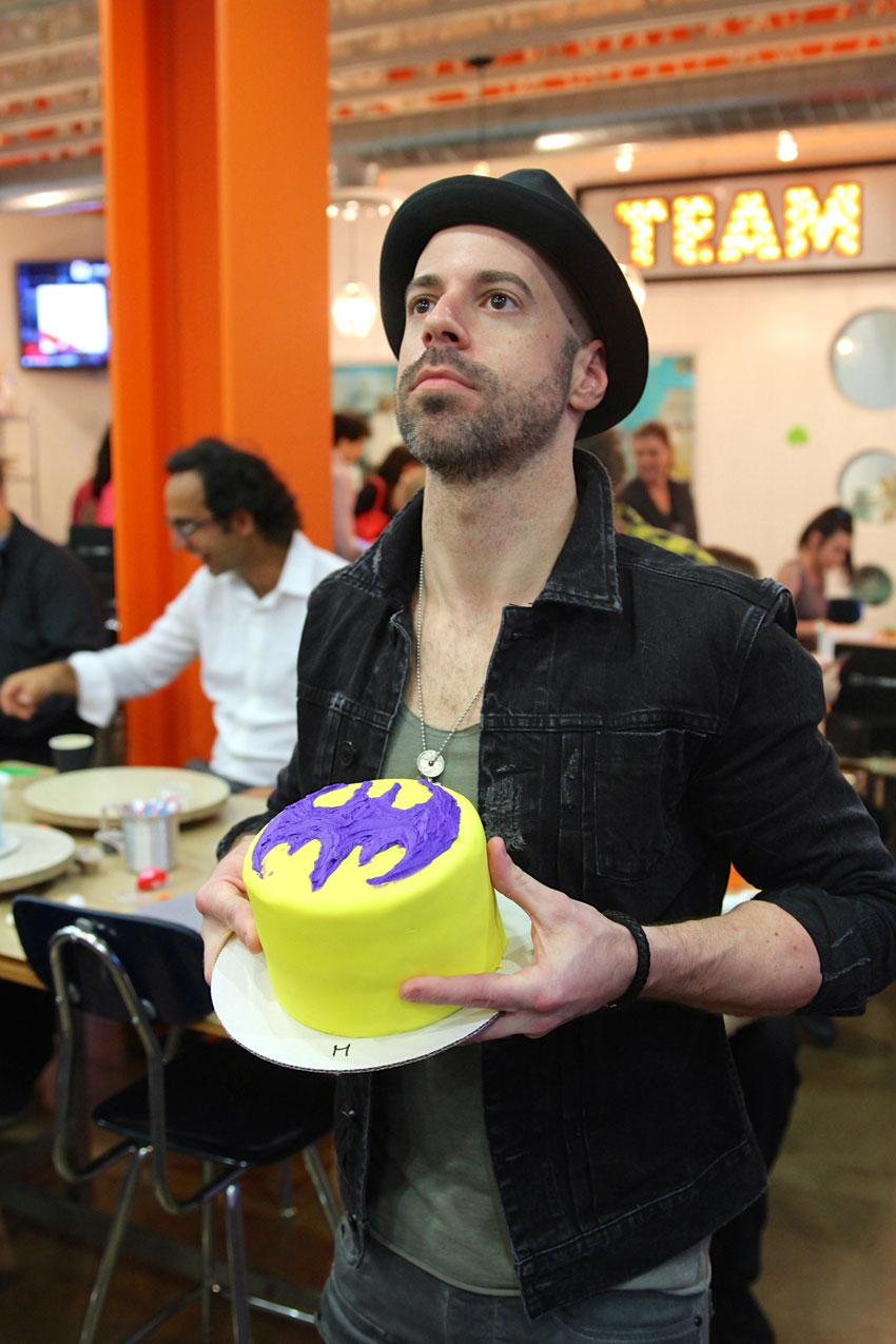 Chris-Daughtry-with-a-Batman-cake-that-he-decorated