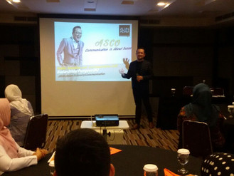 Public Speaking For Service Excellence dengan Alvin Adam