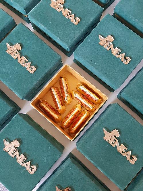 Box in velluto verde e carta oro con nome in plex oro
