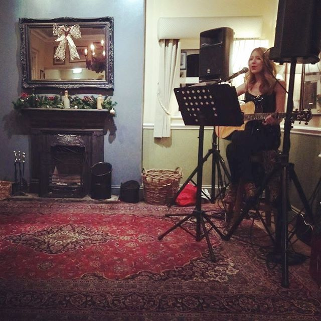 Last gig of the year🎄🎄🎄 absolutely LOVED playing _theaspinallarms this evening! Happy New Year ✨✨