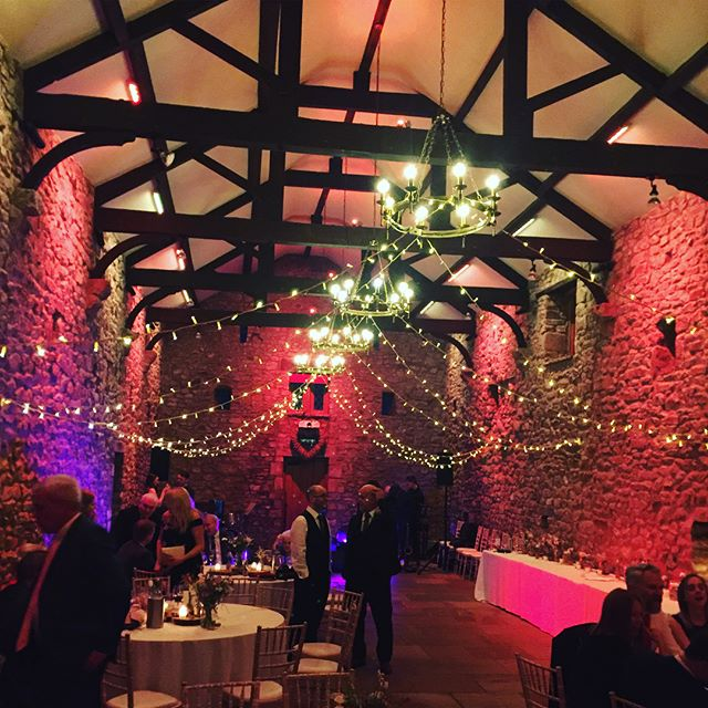 A massive congratulations to _lindspoll and Darren 💛 from playing the elegance of the Main Hall to